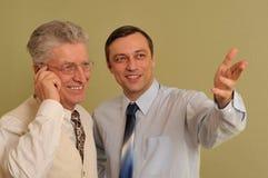 Position de deux hommes d'affaires Photo libre de droits