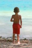 position de garçon de plage photographie stock