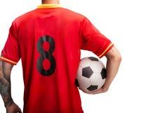 Position de joueur de football avec une boule d'isolement sur le blanc images libres de droits