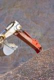 Position de pelle complètement de sable Photographie stock libre de droits