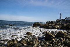 Position de phare dans la côte photo stock