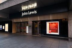 Position de vente de lendemain de Noël en dehors de magasin de John Lewis, Notting Photo stock