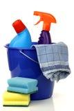 Position en plastique de ménage avec deux bouteilles de nettoyage photo stock