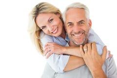Position et étreindre heureux de couples Photo libre de droits