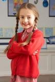 Position femelle de pupille d'école primaire image libre de droits