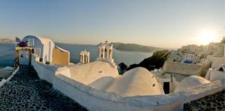 Position grecque d'île au coucher du soleil Image libre de droits