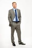 Position heureuse d'homme d'affaires d'isolement sur le blanc Image stock