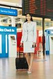 Position indienne de femme d'affaires Images stock