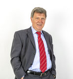 Position mûre de sourire d'homme d'affaires Photo stock