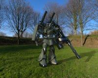 Position mech de soldat de la science fiction sur un fond de paysage Robot futuriste militaire avec un vert et un m?tal gris de c illustration libre de droits