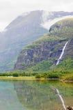 Position norvégienne de fjord et de cascade Images libres de droits