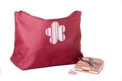 Positionnement cosmétique fermé la fermeture éclair de sac et de manucure Photo stock