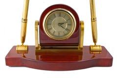 Positionnement d'horloge et de bureau de crayon lecteur Photos libres de droits