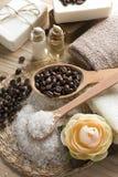 Positionnement de café aromatique de station thermale avec du sel et le savon de mer Image stock