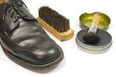 Positionnement de nettoyage de chaussure Images libres de droits