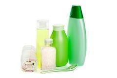 Positionnement de produit de beauté et sel de fines herbes Photographie stock libre de droits