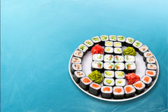 Positionnement de roulis de sushi grand Photographie stock libre de droits