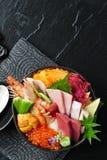 Positionnement de sashimi disposé sur la cuvette Photographie stock