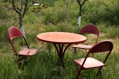Positionnement de table de jardin Image libre de droits
