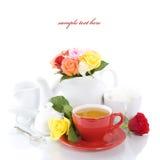 Positionnement de thé avec des roses Photos libres de droits