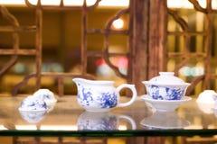 Positionnement de thé chinois de porcelaine Photos libres de droits