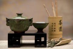 Positionnement de thé de chinois traditionnel photo stock