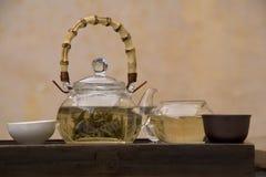 Positionnement de thé de chinois traditionnel Photos stock