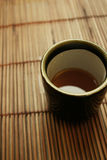 Positionnement dinant asiatique - cuvette de thé japonais Photographie stock libre de droits