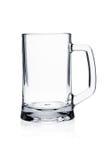 Positionnement en verre de cocktail. Tasse de bière vide sur le blanc Image stock