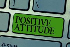 Positiv inställning för ordhandstiltext Affärsidé för att vara optimistiskt i liv som ser för bra saker arkivfoton