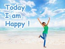 Positiv lycklig kvinna på abstrakt bakgrund Arkivfoto