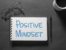 Positiv Mindset, Motivational ordcitationsteckenbegrepp royaltyfri bild
