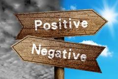 Positive eller negative Arkivbild