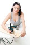 Positive Frau mit Bohrgerät lizenzfreie stockbilder