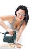Positive Frauenarbeit mit Holz stockbild