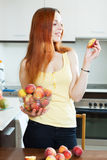 Positive houswife with peaches Royalty Free Stock Images