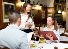 Positive waitress taking table order Royalty Free Stock Photos
