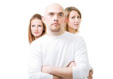 Positiver junger Mann mit zwei Frauen Lizenzfreies Stockfoto