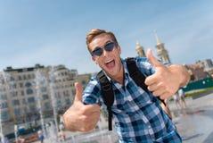 Positiver Mann, der einen Weg hat Lizenzfreie Stockfotografie