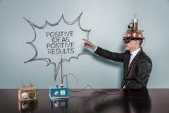 Positives Konzept der Ideen-positiven Ergebnisse mit Weinlesegeschäftsmann Lizenzfreie Stockfotografie