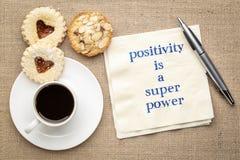 Positivity är en toppen makt - anmärkning på servett royaltyfri fotografi