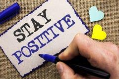 Positivo conceptual da estada da exibição da escrita da mão Apresentar da foto do negócio seja boa atitude motivado otimista wr e foto de stock