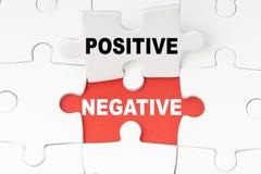 Positivos y negativas foto de archivo