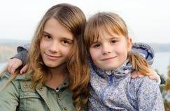 Positivt förhållande mellan systrar Royaltyfria Foton