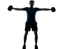 Posizione di forma fisica di allenamento del peso dell'uomo immagini stock