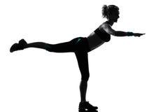 Posizione di forma fisica di allenamento della donna Fotografia Stock Libera da Diritti