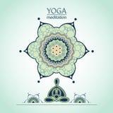 Posizione di loto di yoga sui precedenti di un fiore decorativo Fotografia Stock