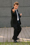 Posizione di lotta intestina dell'uomo d'affari Immagine Stock Libera da Diritti