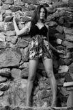 Posizione di modello femminile graziosa. Fotografie Stock
