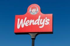 Posizione di vendita al dettaglio del ` s di Wendy Wendy è una Catena di fast food internazionale I fotografia stock libera da diritti